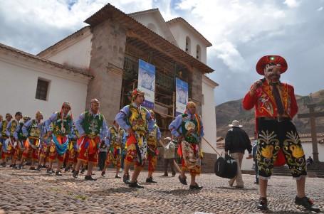 Festividad de la Virgen del Rosario en Andahuaylillas