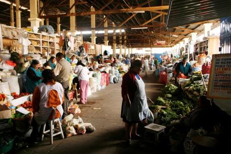 Julio del 2009.  Mercado de San Pedro, Cusco.  Fotos: Enrique Castro-Mend'vil