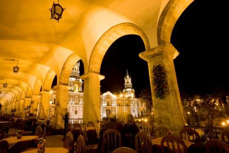 Plaza de armas y catedral de Arequipa (Custom)