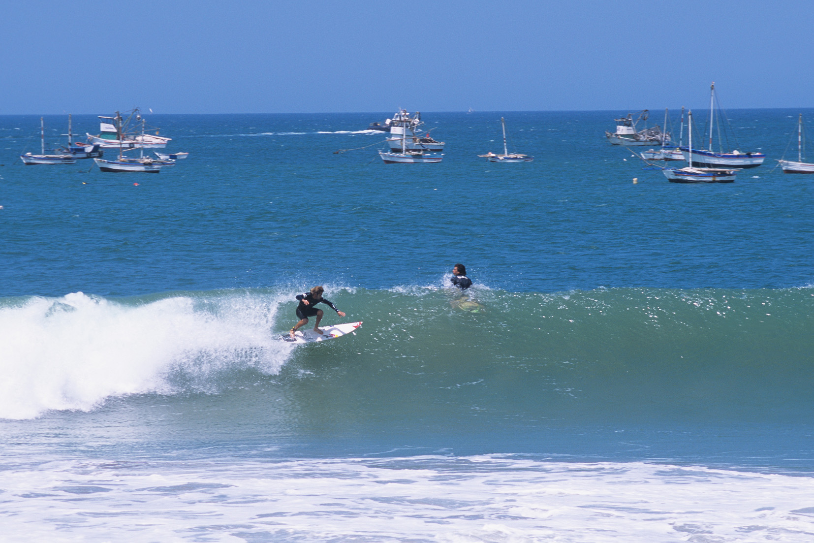 Surf en playa Cabo Blanco