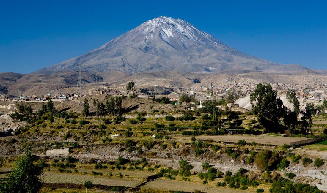 Volcán Misti y campiña de Arequipa